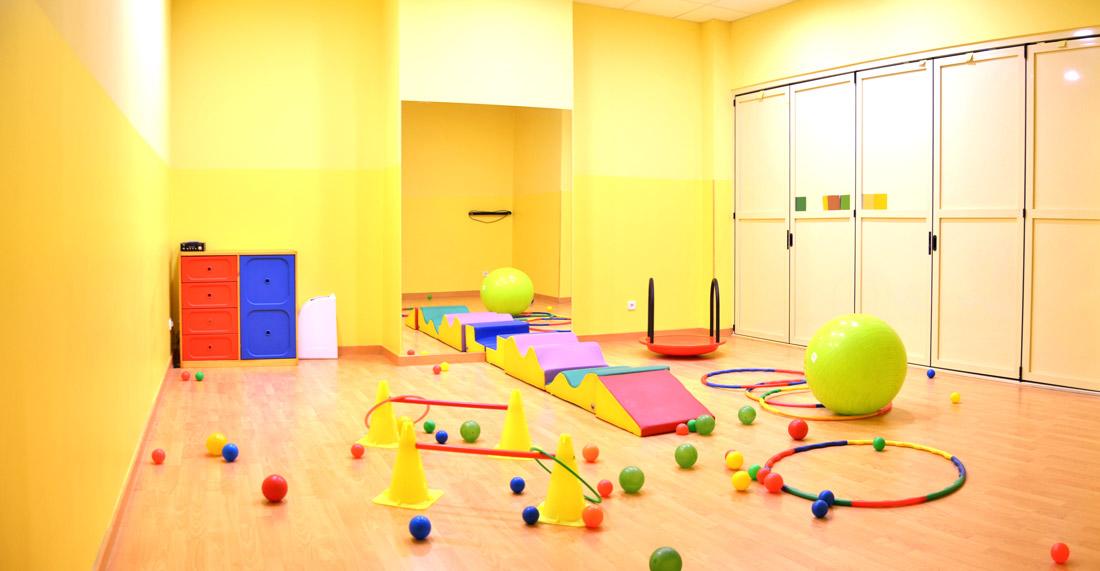 Centro de ocio escuela infantil parla la oreja verde for Sala de estar infantil